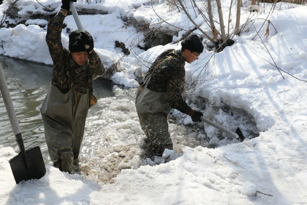 В Алматы начали очистку русел рек, фото-3