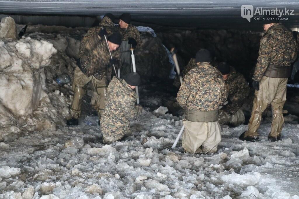 В Алматы начали очистку русел рек, фото-2