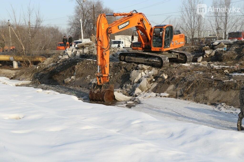 В Алматы начали очистку русел рек, фото-1