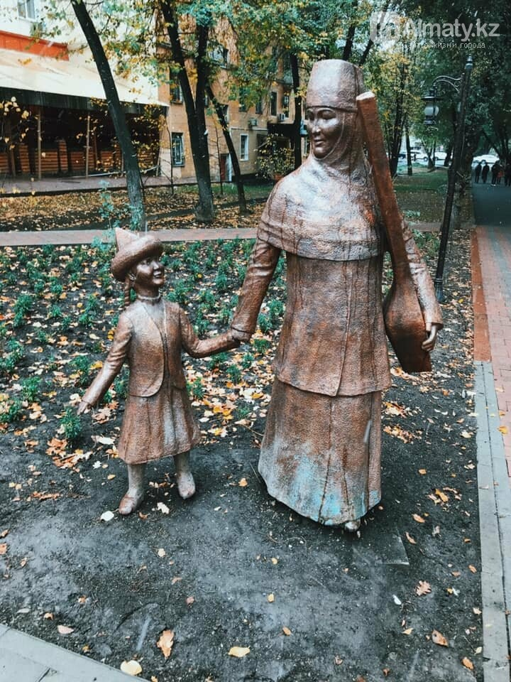 Алматинца напугали городские скульптуры, фото-1