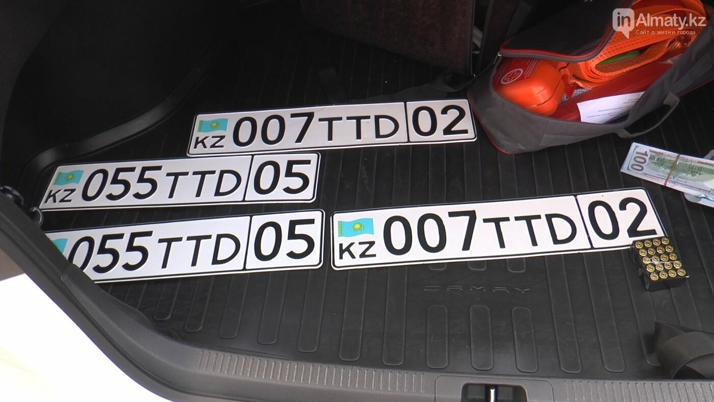 Номера в багажнике тонированной Camry 70 оказались снятыми с учёта в 2018 году, фото-2