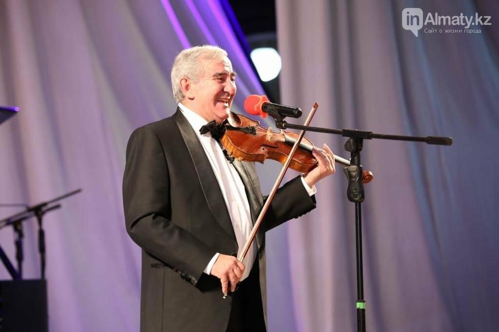 Михаил Казиник дал благотворительный концерт в Алматы, фото-1