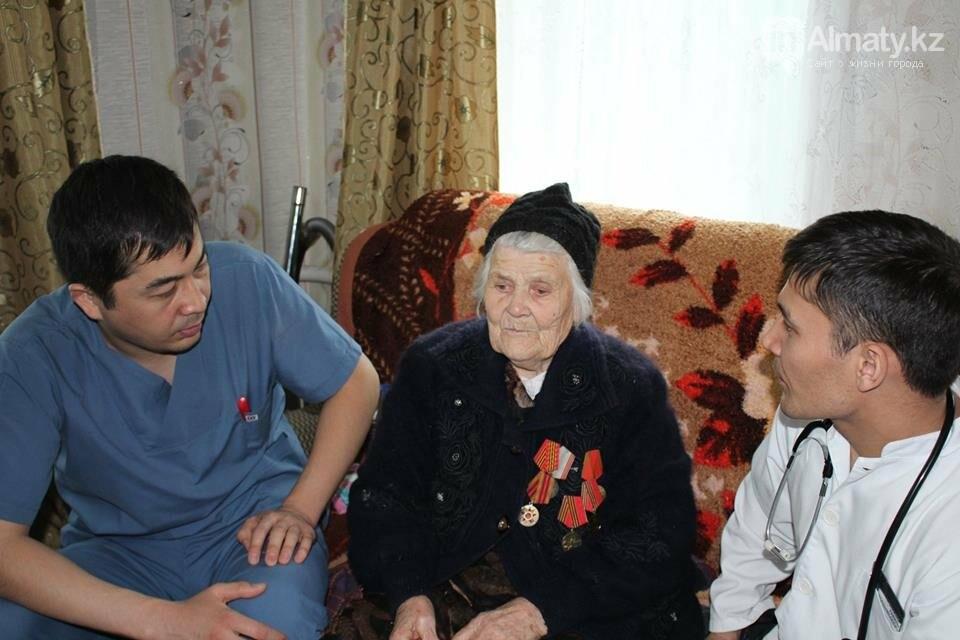Алматинские врачи обследовали ветеранов на дому (ФОТО), фото-4