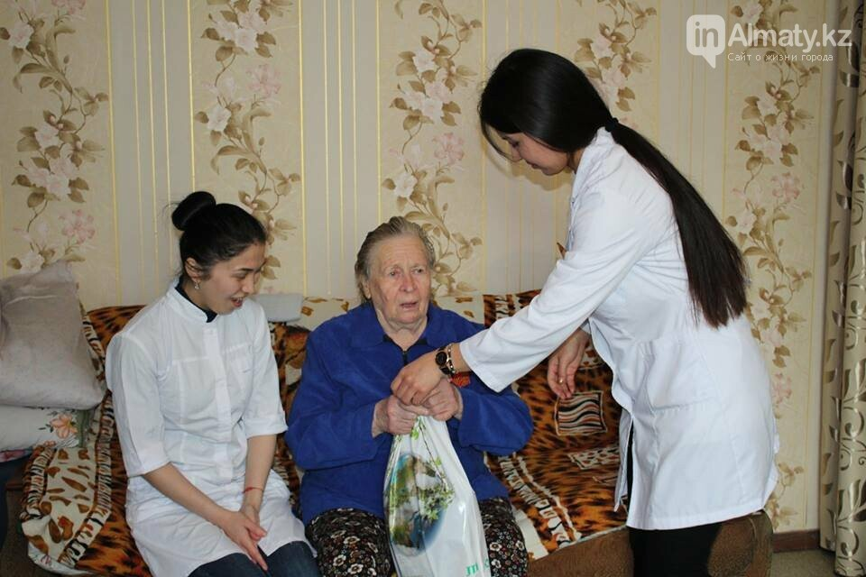 Алматинские врачи обследовали ветеранов на дому (ФОТО), фото-2
