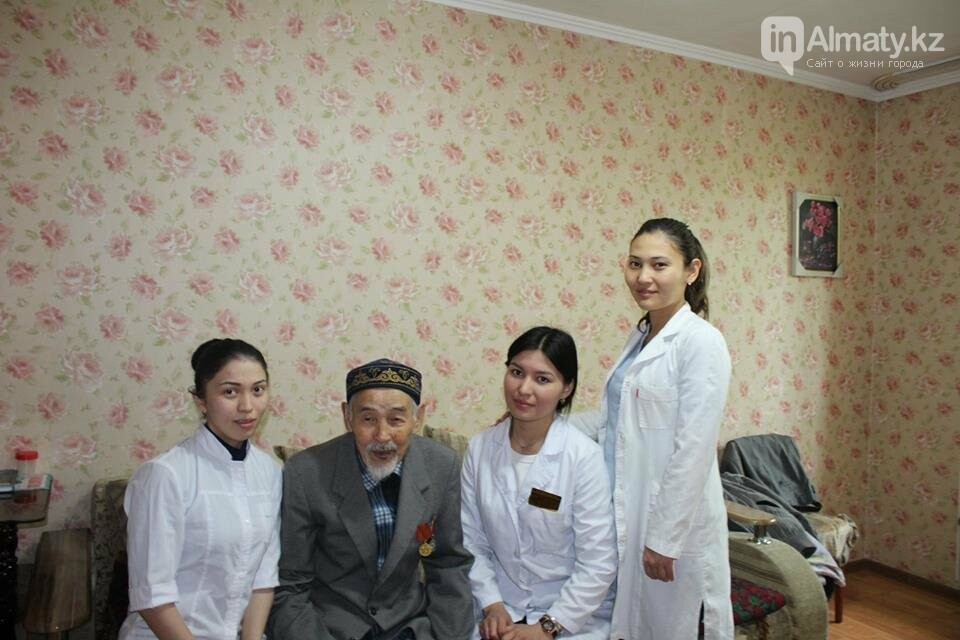 Алматинские врачи обследовали ветеранов на дому (ФОТО), фото-1