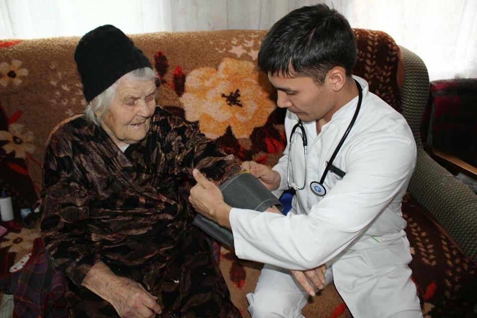 Алматинские врачи обследовали ветеранов на дому (ФОТО), фото-7