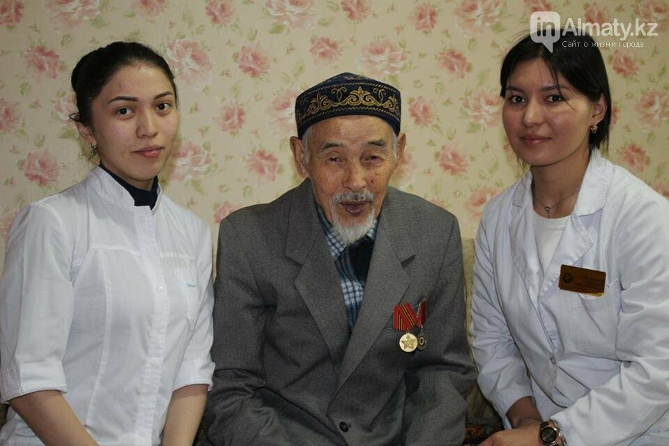 Алматинские врачи обследовали ветеранов на дому (ФОТО), фото-6