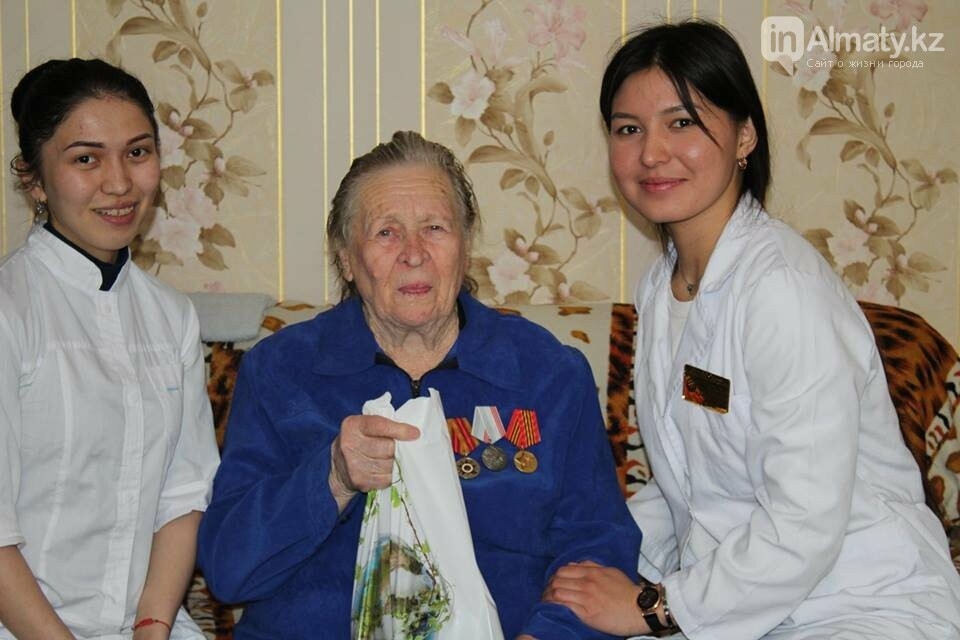 Алматинские врачи обследовали ветеранов на дому (ФОТО), фото-10