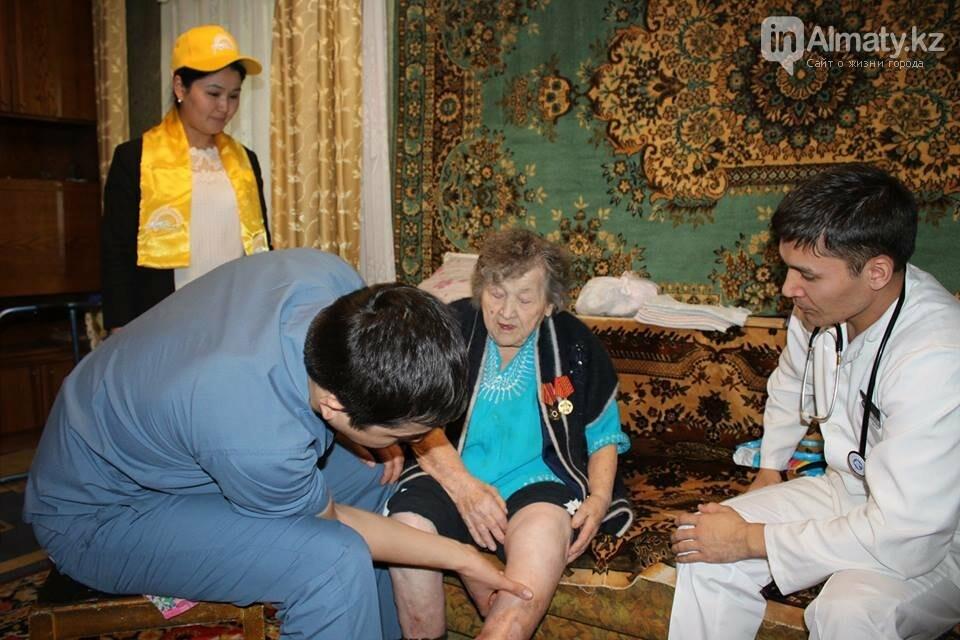 Алматинские врачи обследовали ветеранов на дому (ФОТО), фото-11