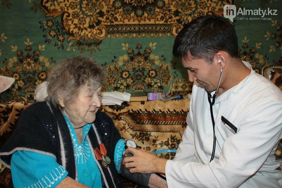 Алматинские врачи обследовали ветеранов на дому (ФОТО), фото-12