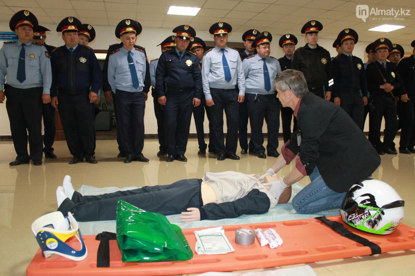 Водителей автобусов и полицейских Алматы учат оказывать первую помощь при ДТП, фото-17