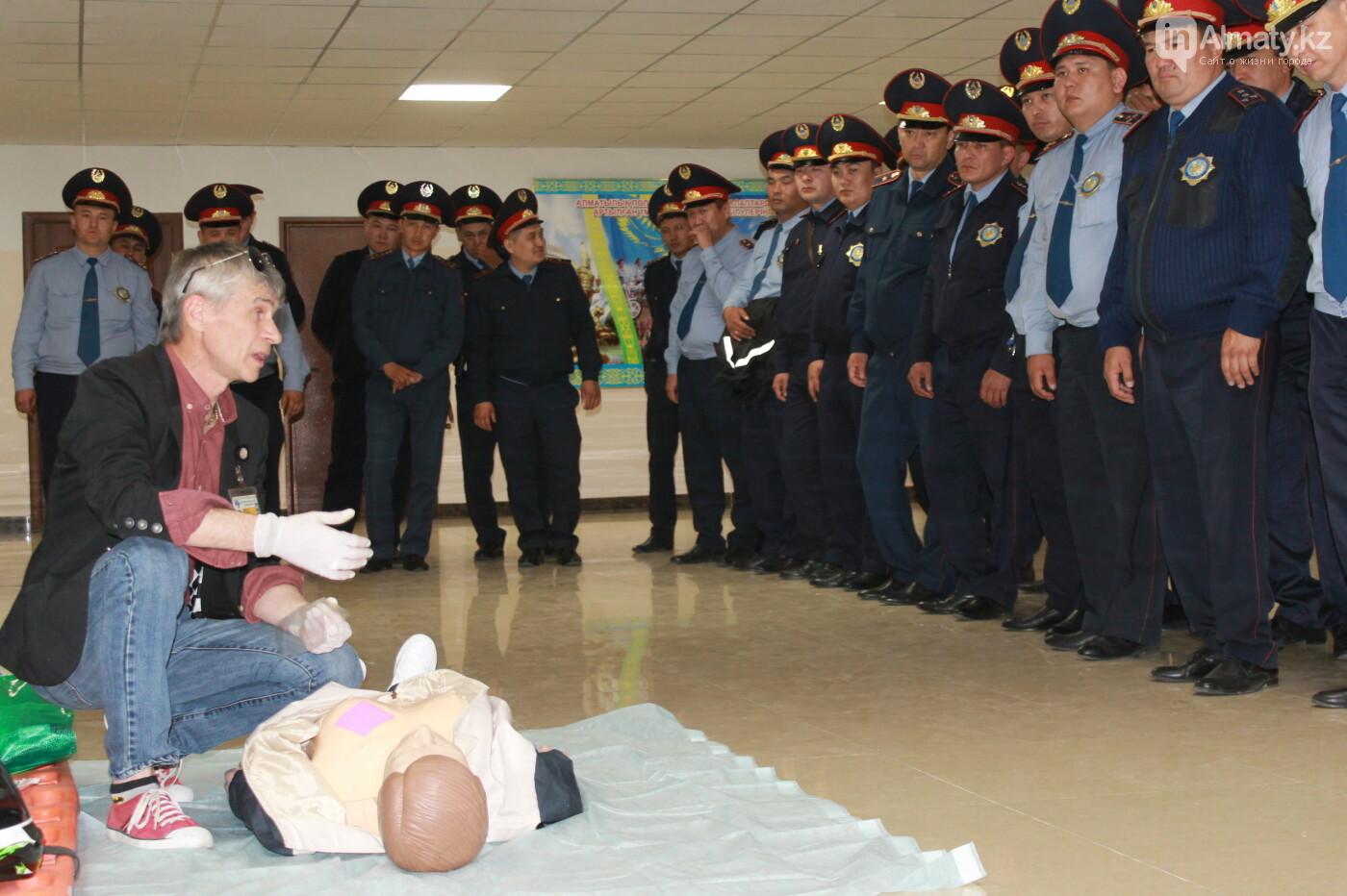 Водителей автобусов и полицейских Алматы учат оказывать первую помощь при ДТП, фото-14