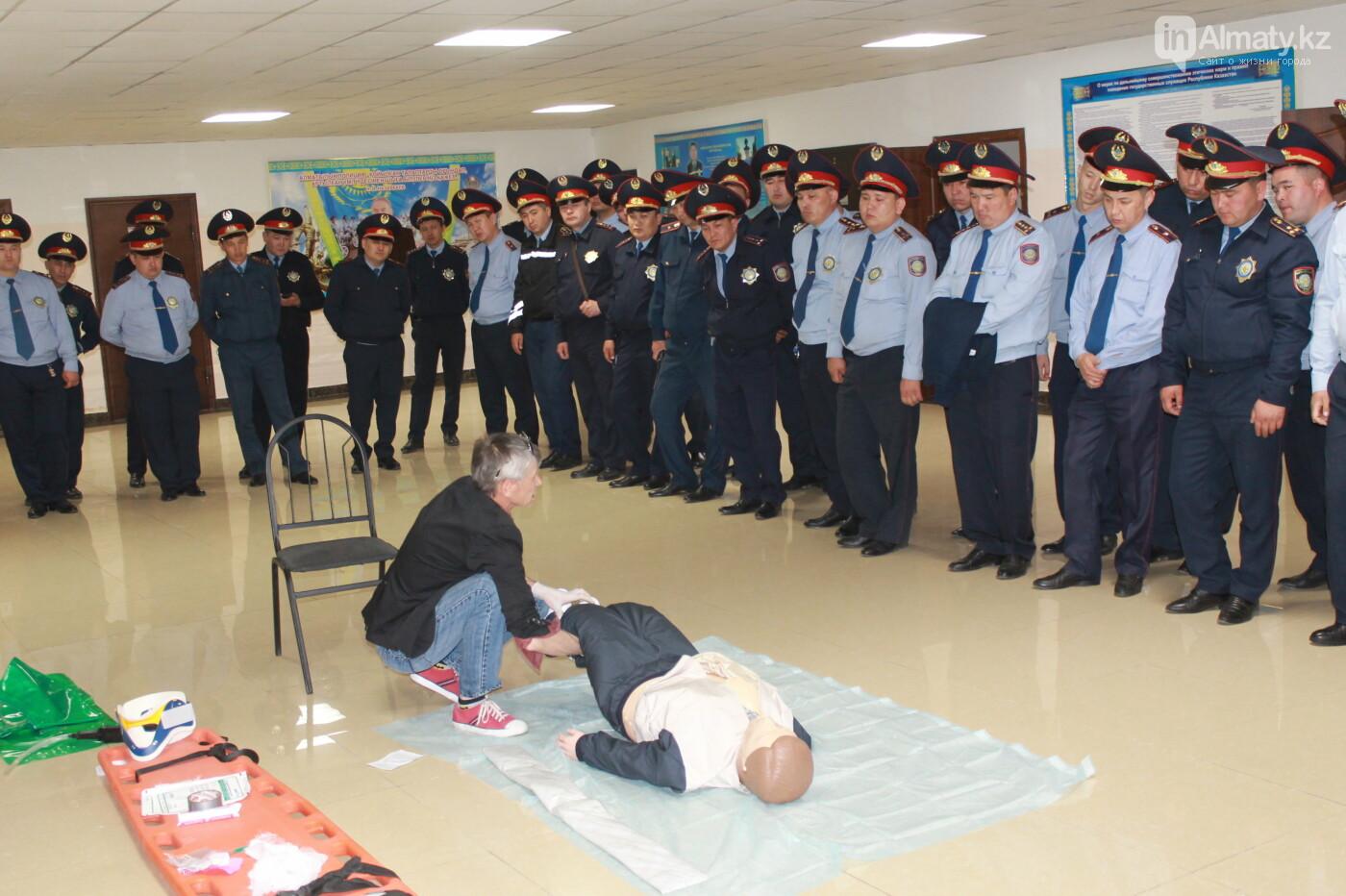 Водителей автобусов и полицейских Алматы учат оказывать первую помощь при ДТП, фото-11
