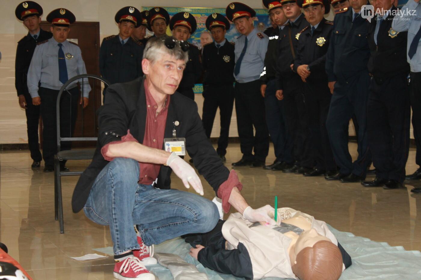 Водителей автобусов и полицейских Алматы учат оказывать первую помощь при ДТП, фото-10