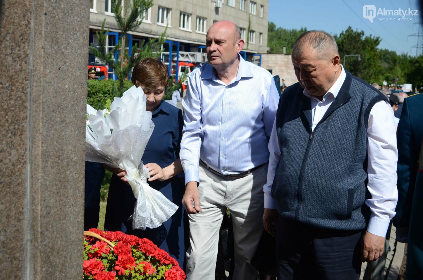 В Алматы почтили память пожарных героически погибших 30 лет назад , фото-15