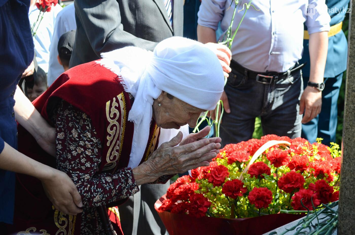 В Алматы почтили память пожарных героически погибших 30 лет назад , фото-12
