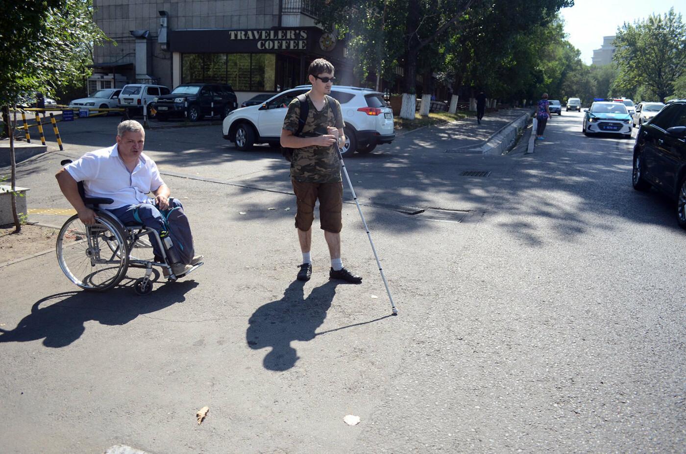 Недоступная среда: Почему реконструированная пешеходная зона по Назарбаева неудобна для инвалидов, фото-4