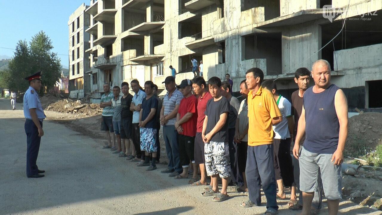 Узбекистанские гастарбайтеры жили на стройке алматинской многоэтажки (фото), фото-3