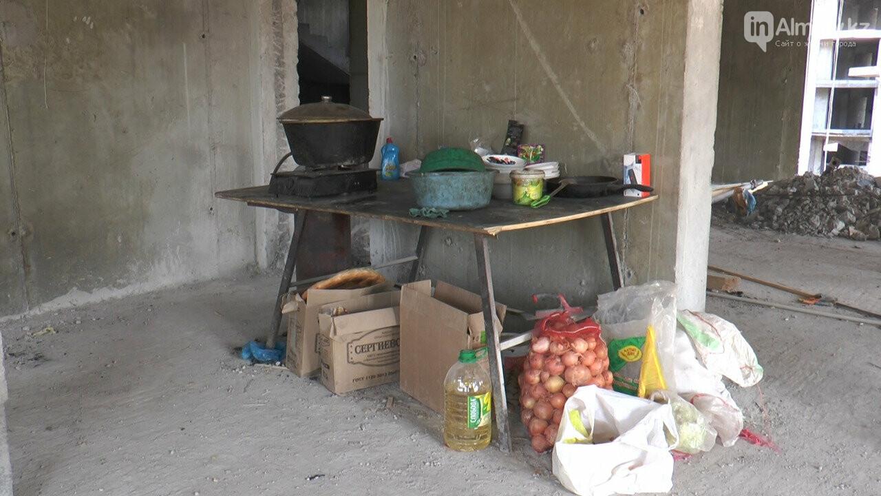 Узбекистанские гастарбайтеры жили на стройке алматинской многоэтажки (фото), фото-4