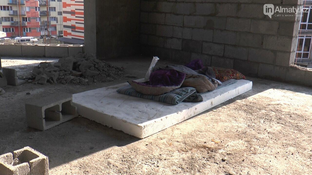 Узбекистанские гастарбайтеры жили на стройке алматинской многоэтажки (фото), фото-2