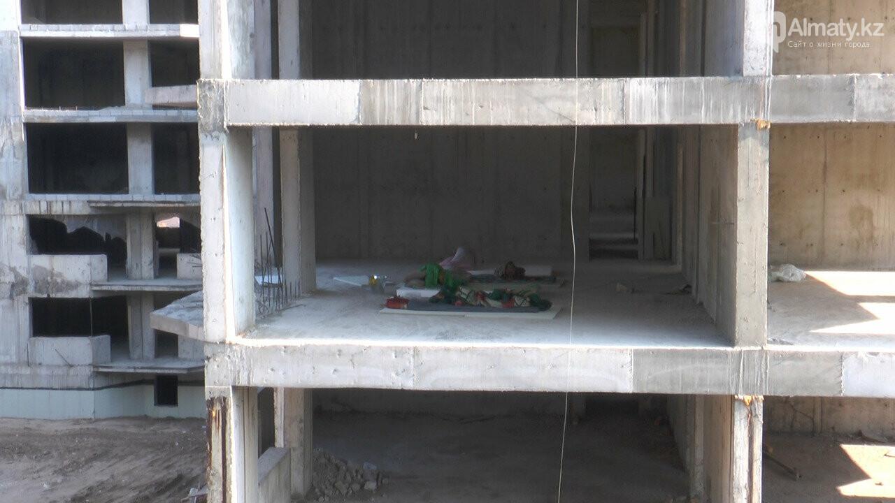 Узбекистанские гастарбайтеры жили на стройке алматинской многоэтажки (фото), фото-1