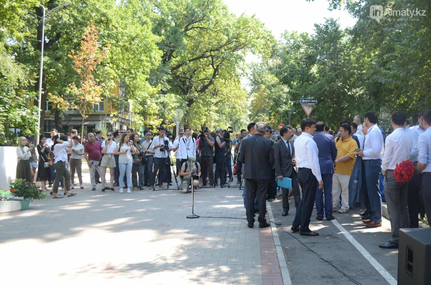 Родственники Дениса Тена и звезды фигурного катания почтили память фигуриста в Алматы, фото-10