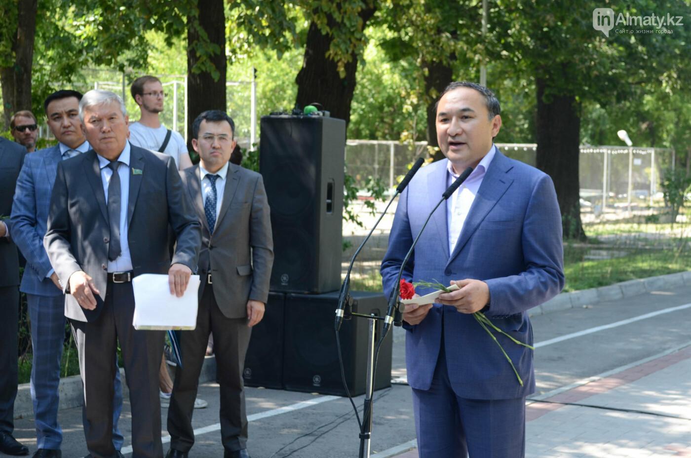 Родственники Дениса Тена и звезды фигурного катания почтили память фигуриста в Алматы, фото-12