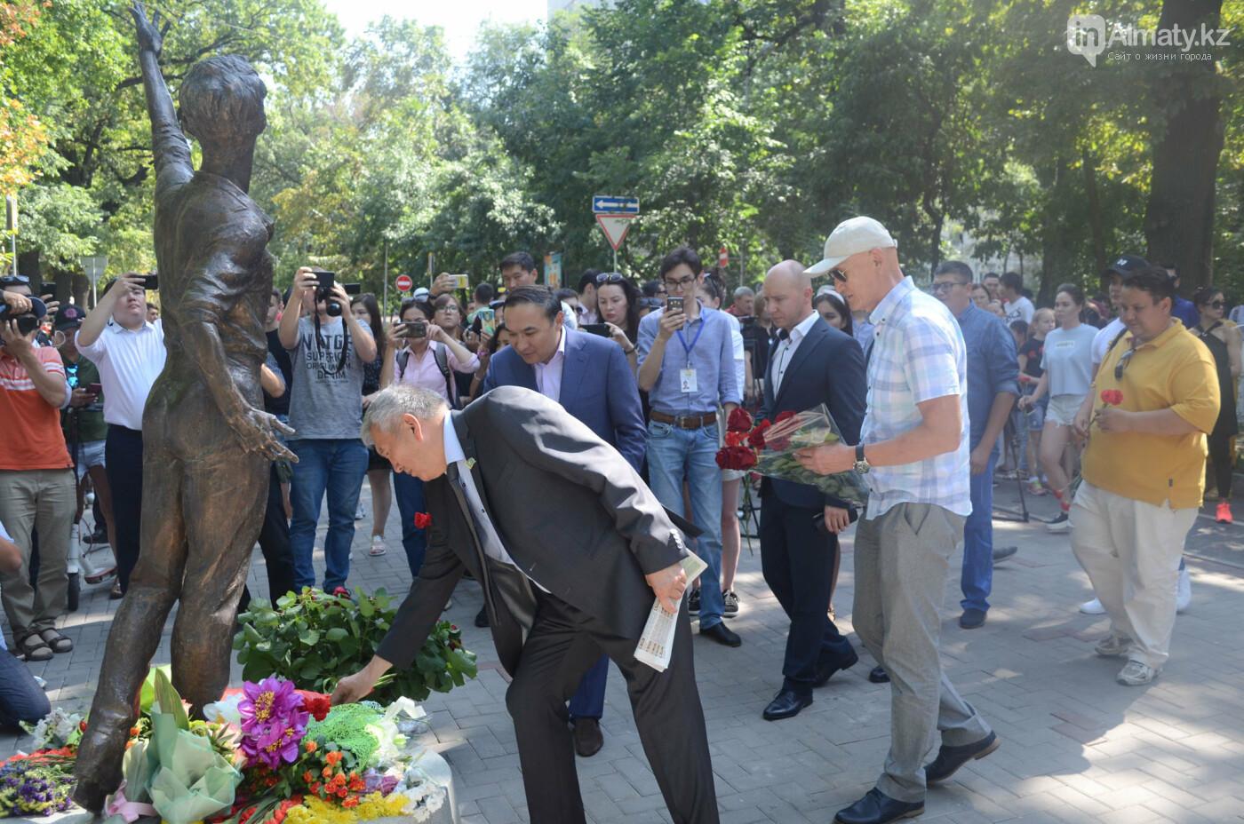 Родственники Дениса Тена и звезды фигурного катания почтили память фигуриста в Алматы, фото-9