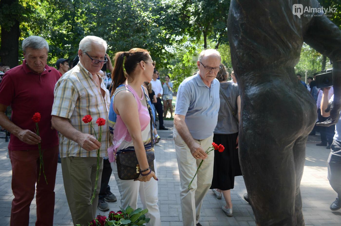 Родственники Дениса Тена и звезды фигурного катания почтили память фигуриста в Алматы, фото-13