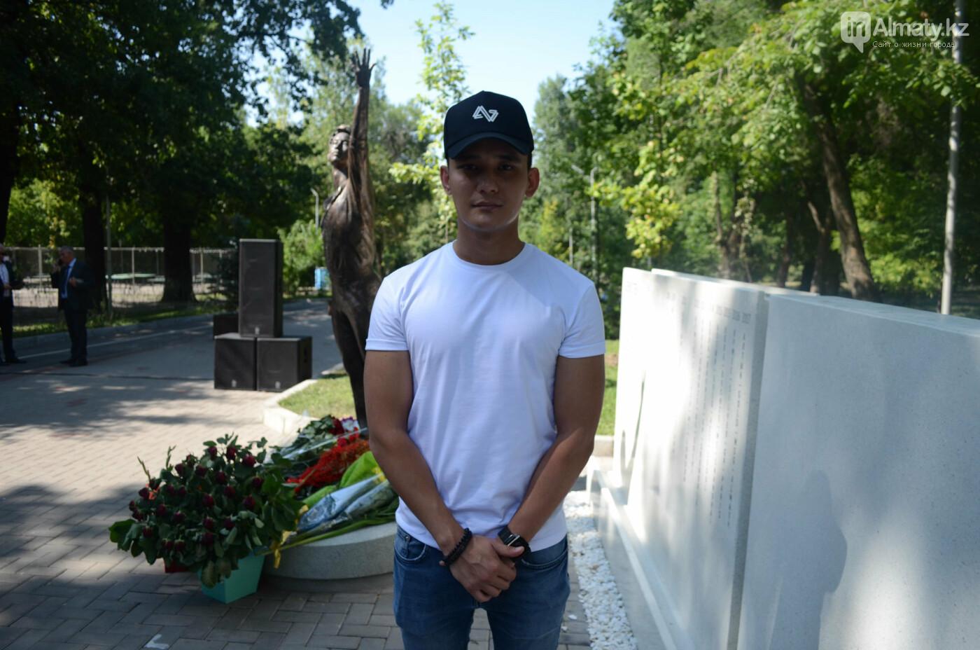 Родственники Дениса Тена и звезды фигурного катания почтили память фигуриста в Алматы, фото-14
