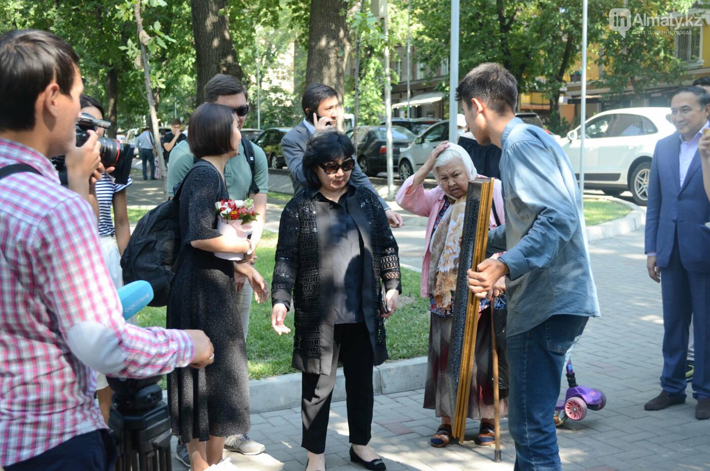 Родственники Дениса Тена и звезды фигурного катания почтили память фигуриста в Алматы, фото-4
