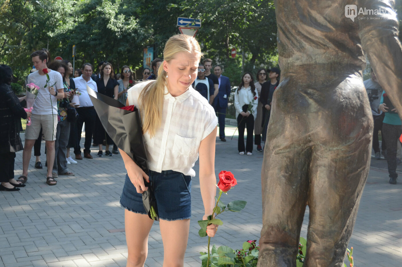 Родственники Дениса Тена и звезды фигурного катания почтили память фигуриста в Алматы, фото-5