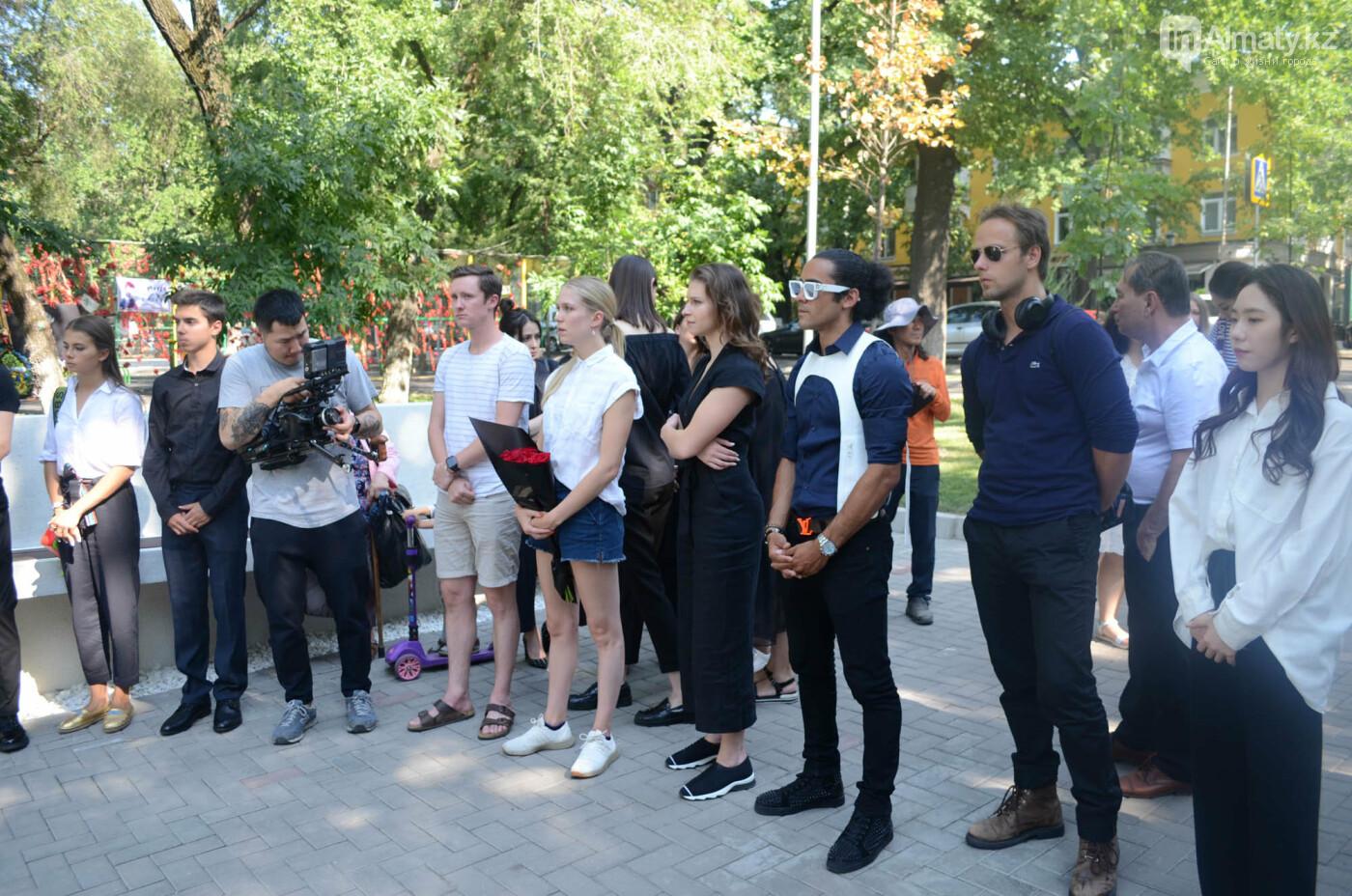 Родственники Дениса Тена и звезды фигурного катания почтили память фигуриста в Алматы, фото-7