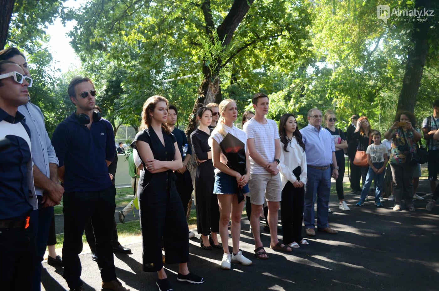 Родственники Дениса Тена и звезды фигурного катания почтили память фигуриста в Алматы, фото-8