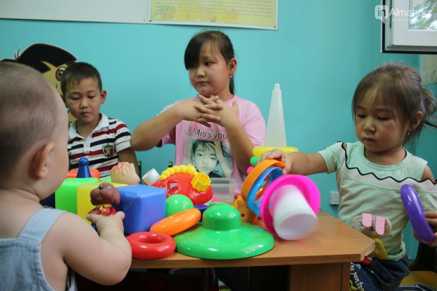 В Алматы врачи спасли малыша, поперхнувшегося сосательной конфетой, фото-4