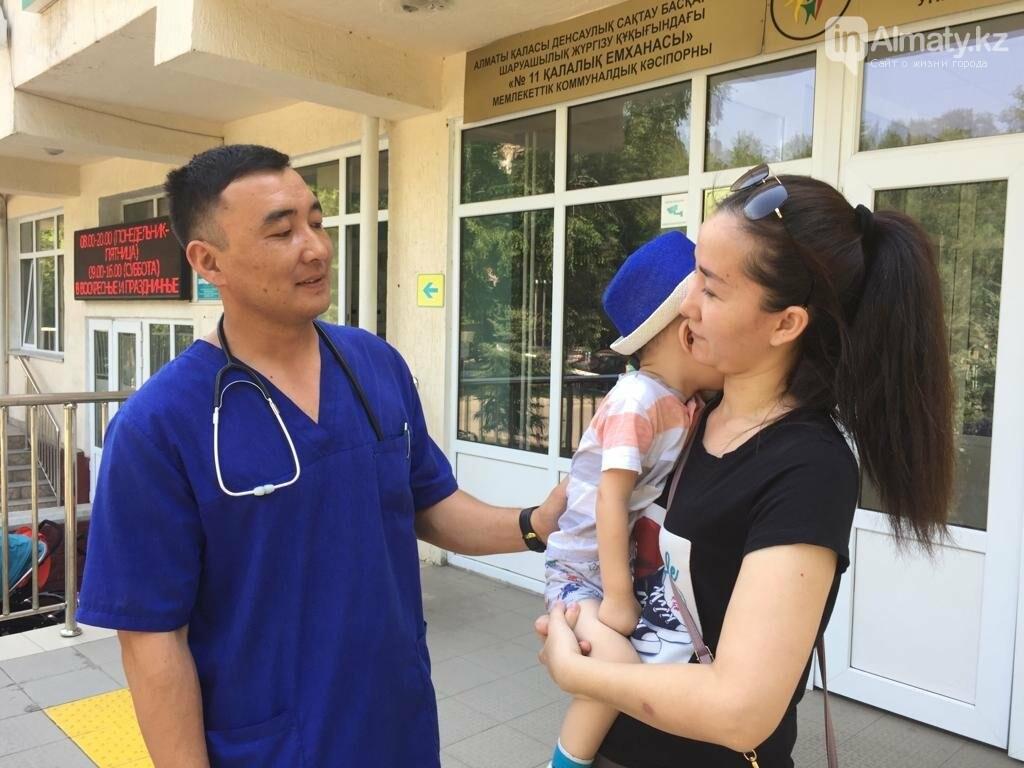 В Алматы врачи спасли малыша, поперхнувшегося сосательной конфетой, фото-6