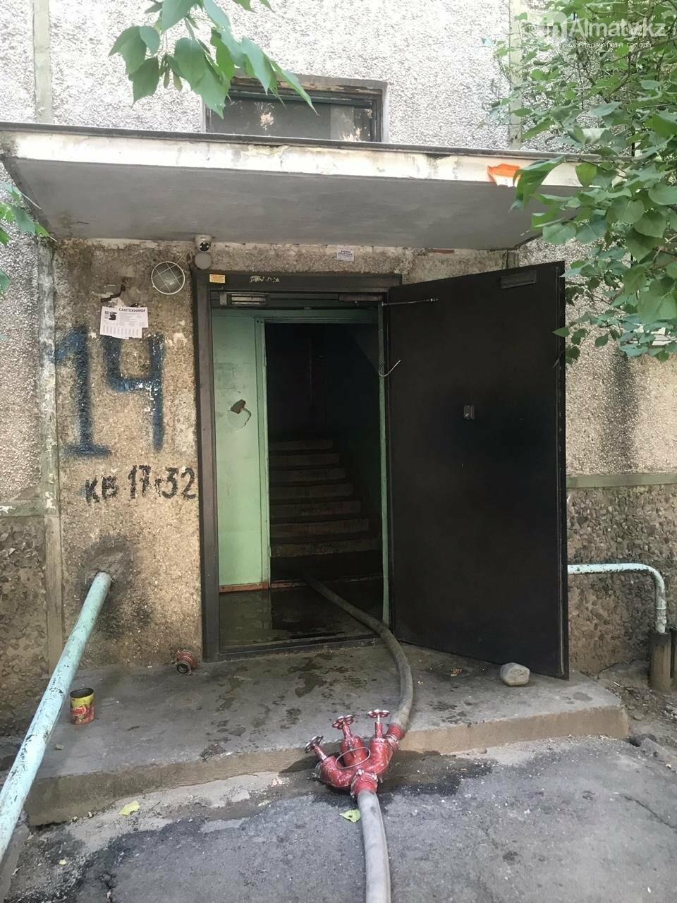 Из горящей многоэтажки в Алматы вынесли 91-летнего пенсионера, фото-1