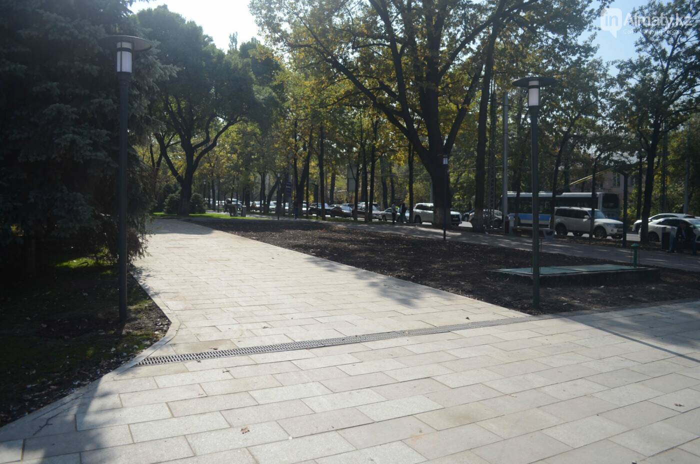 Как изменилась пешеходная часть проспекта Достык в Алматы (фото), фото-3