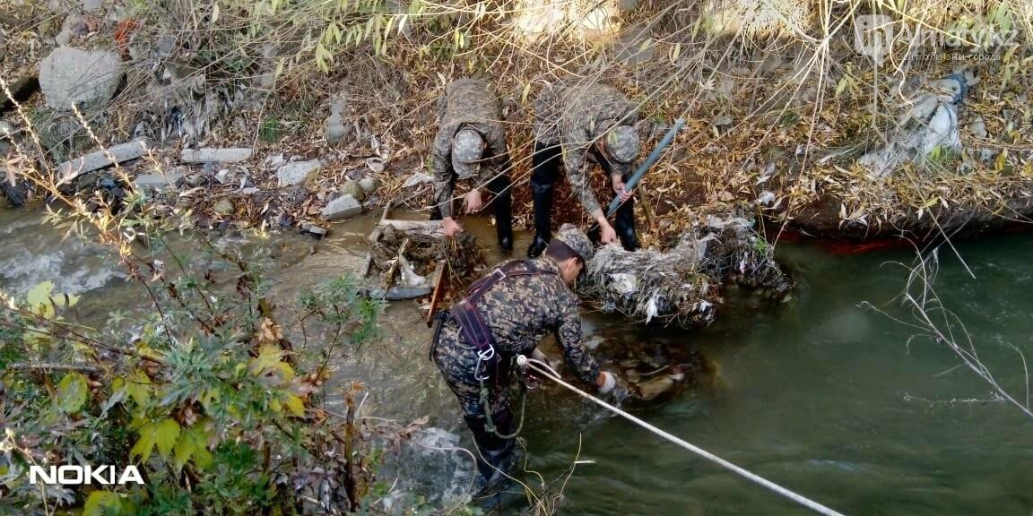 В Алматы спасатели расчистили русло реки Каргалы, фото-3
