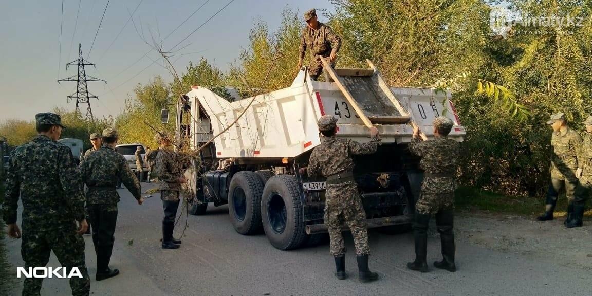 В Алматы спасатели расчистили русло реки Каргалы, фото-5