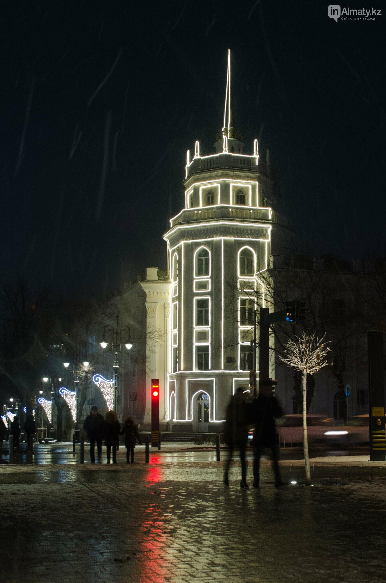 Как украшен центр Алматы к Новому году (фото), фото-31