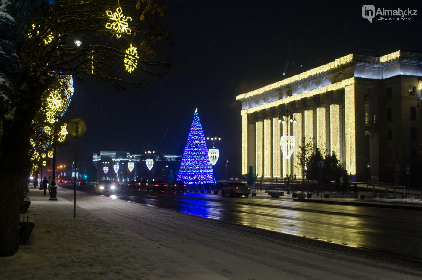 Как украшен центр Алматы к Новому году (фото), фото-33
