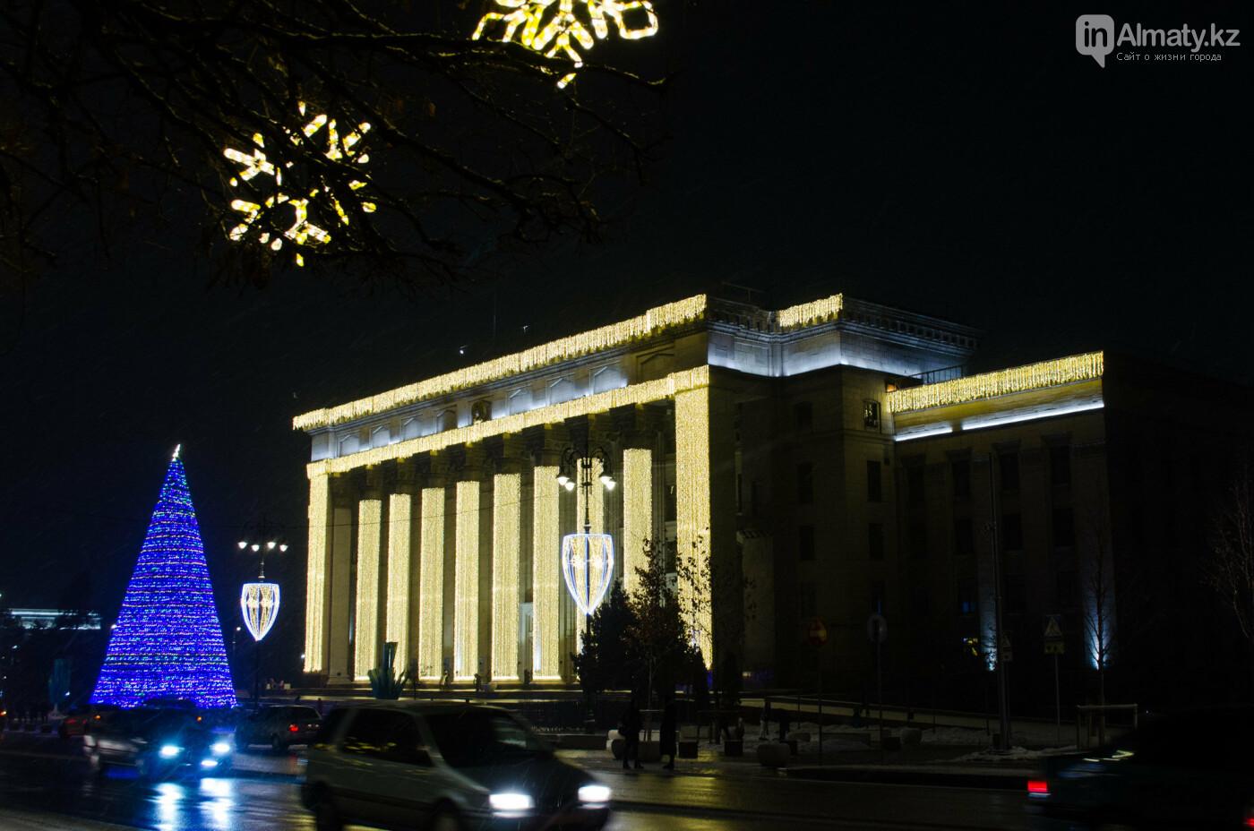 Как украшен центр Алматы к Новому году (фото), фото-35