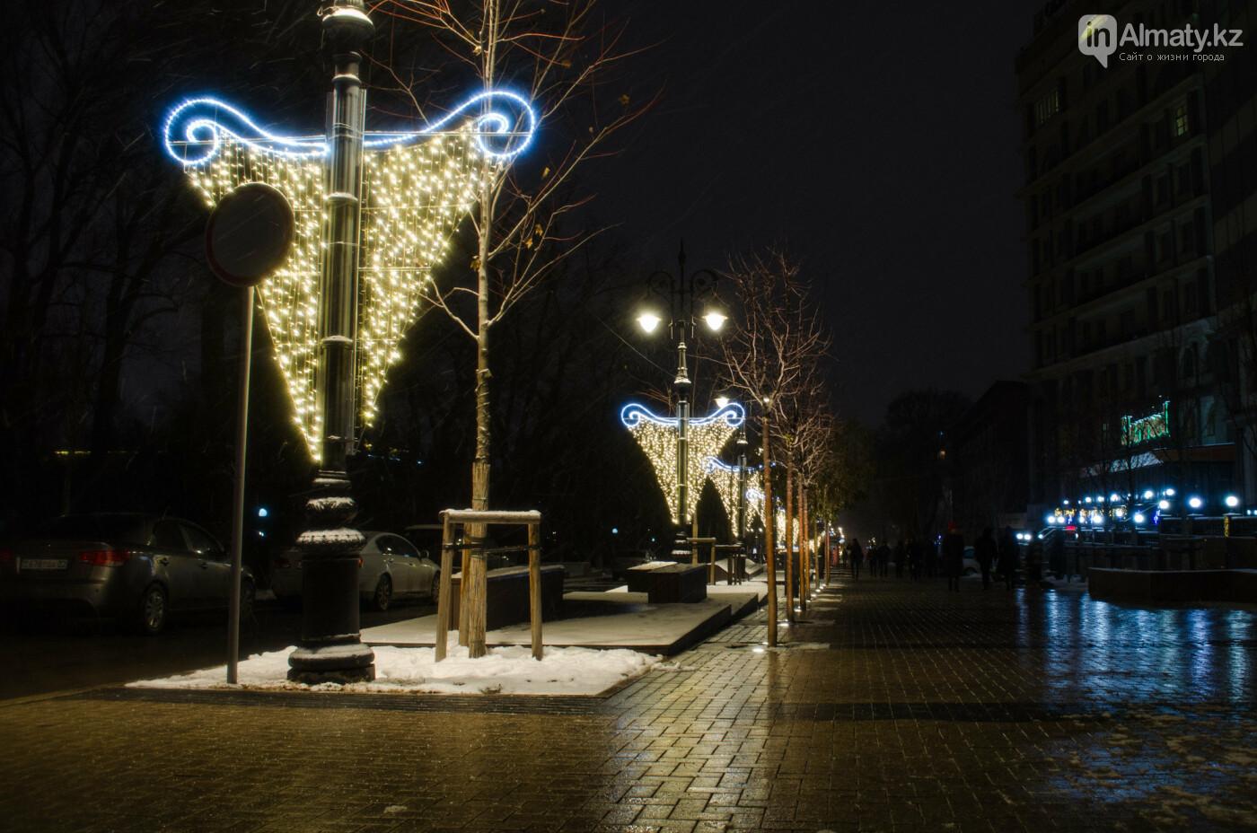 Как украшен центр Алматы к Новому году (фото), фото-29