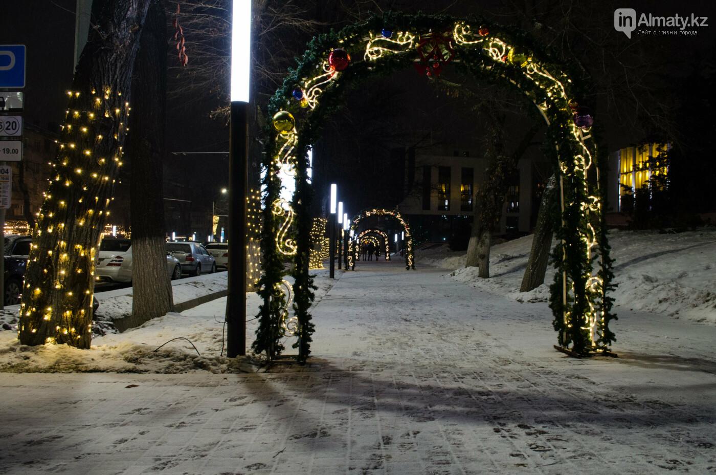 Как украшен центр Алматы к Новому году (фото), фото-13