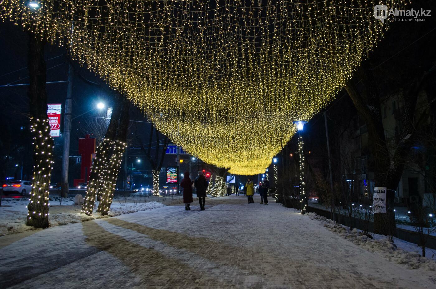 Как украшен центр Алматы к Новому году (фото), фото-11