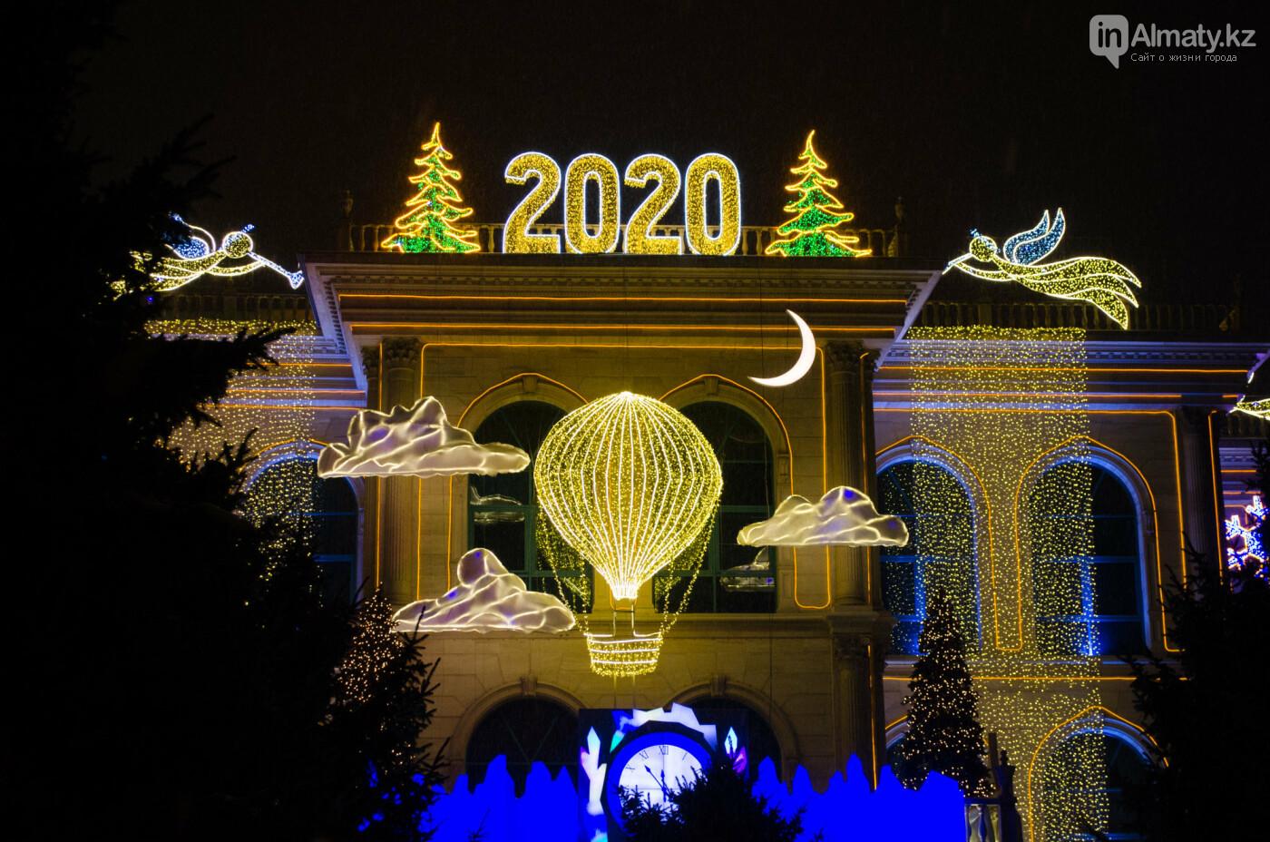 Как украшен центр Алматы к Новому году (фото), фото-17