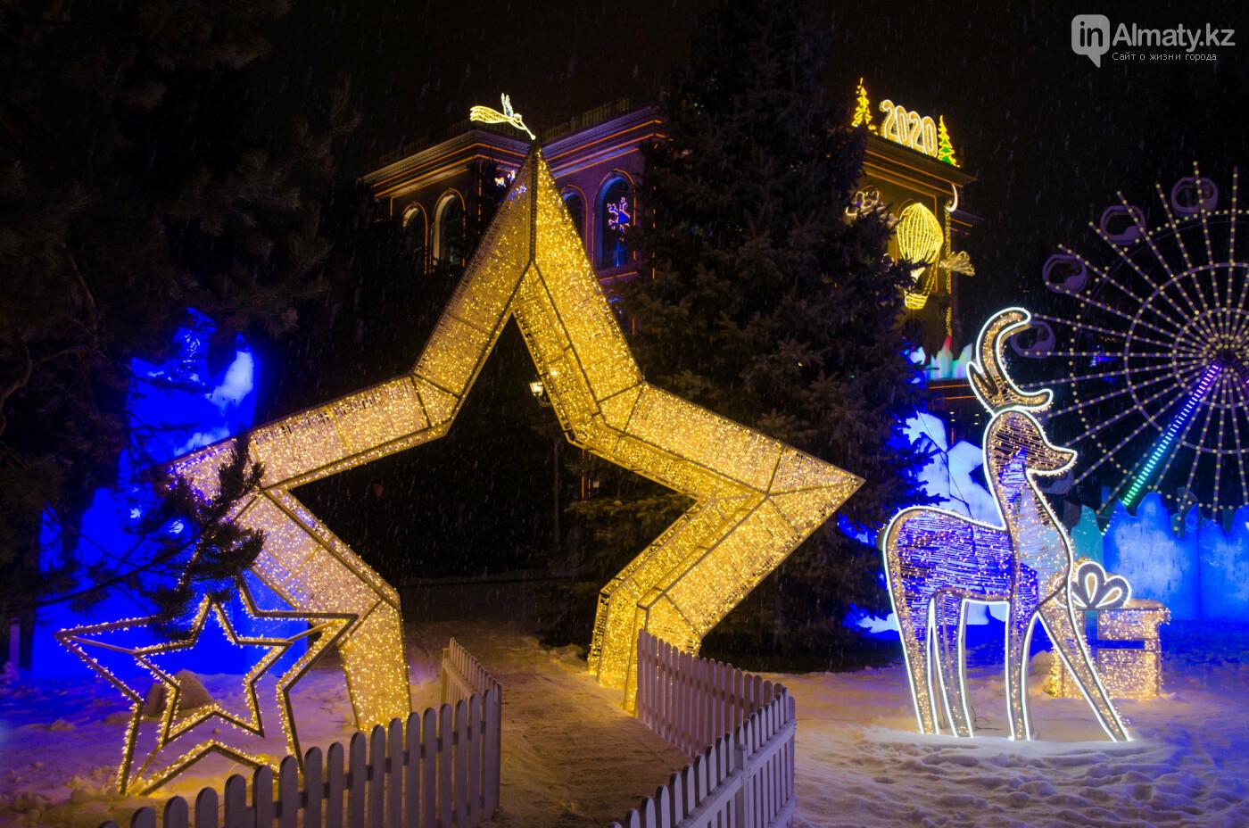 Как украшен центр Алматы к Новому году (фото), фото-19