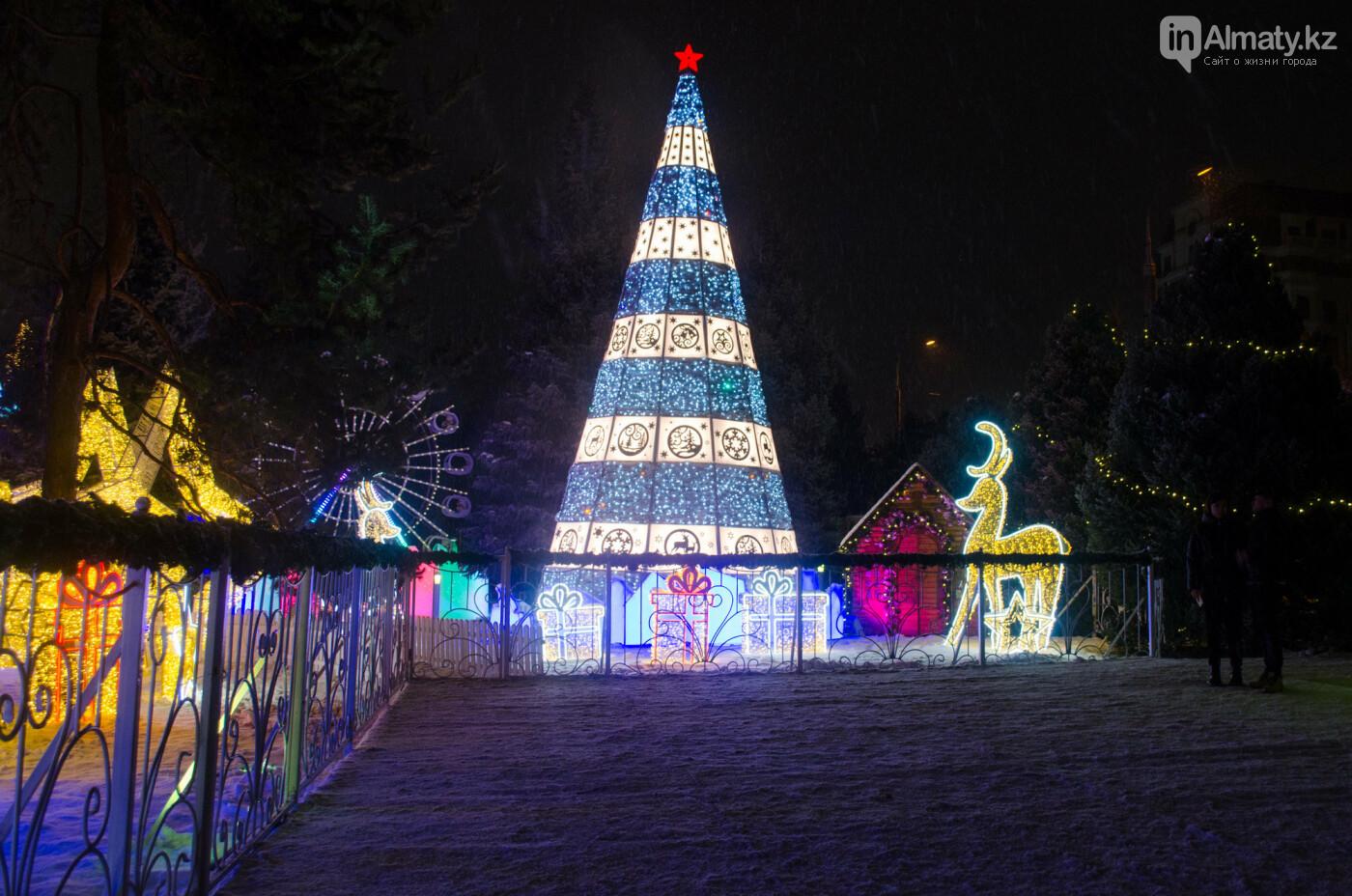 Как украшен центр Алматы к Новому году (фото), фото-20