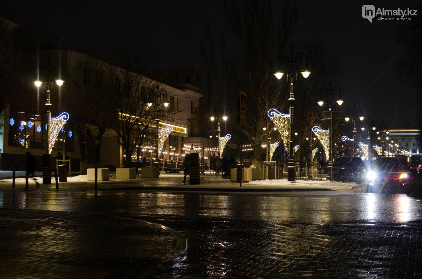 Как украшен центр Алматы к Новому году (фото), фото-24